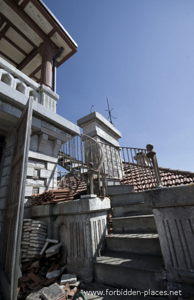 The Castle of Ilbarritz - (c) Forbidden Places - Sylvain Margaine - 5- Stairway to heaven.