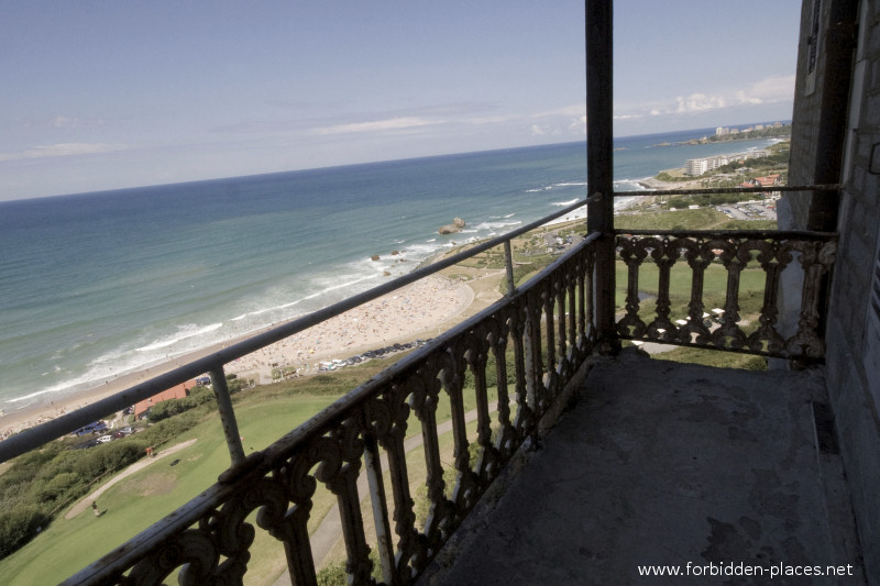 The Castle of Ilbarritz - (c) Forbidden Places - Sylvain Margaine - 17 - One of the balconies.