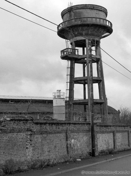 Du Gouffre collieries - (c) Forbidden Places - Sylvain Margaine - A watertower nearby