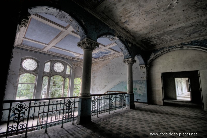 Beelitz-Heilstätten Sanatorium - (c) Forbidden Places - Sylvain Margaine - 1- On the second floor...