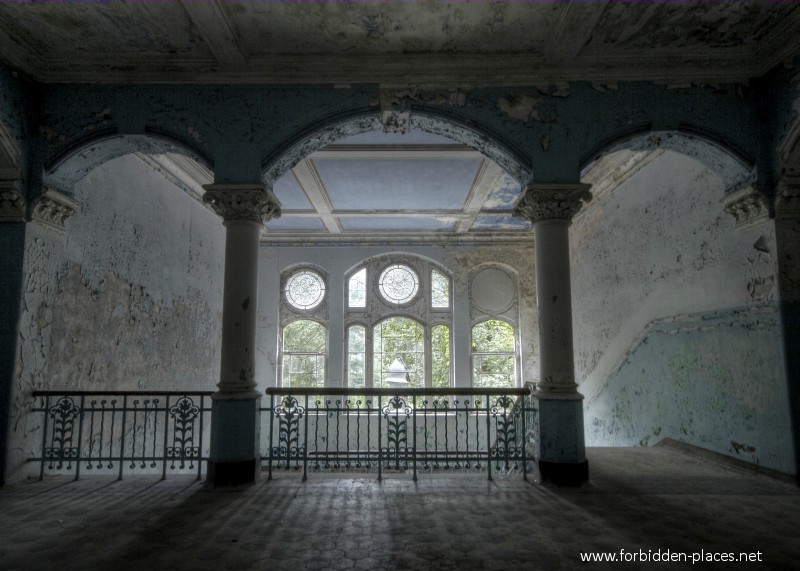 Beelitz-Heilstätten Sanatorium - (c) Forbidden Places - Sylvain Margaine - 3- On top.