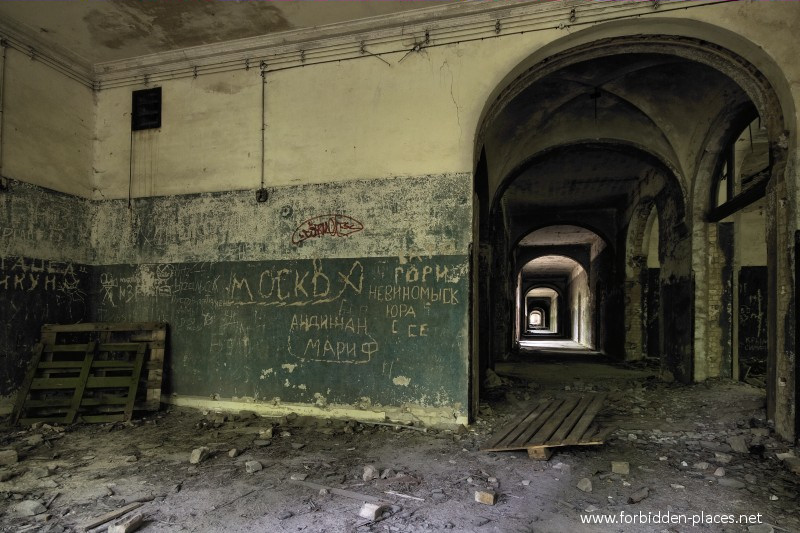 Beelitz-Heilst�tten Sanatorium - (c) Forbidden Places - Sylvain Margaine - 5- Russian graffitis.