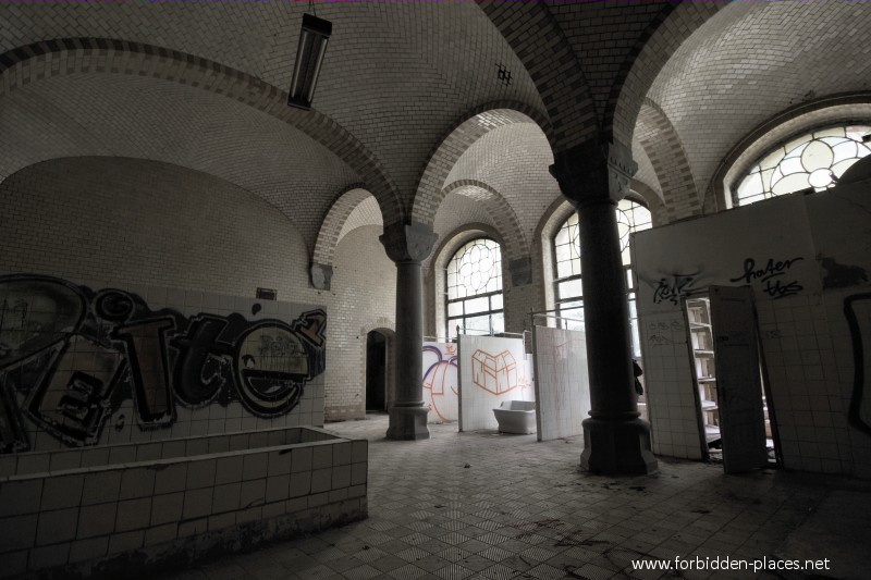 Beelitz-Heilstätten Sanatorium - (c) Forbidden Places - Sylvain Margaine - 8 - The baths.