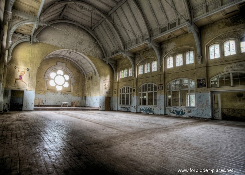 Beelitz-Heilstätten Sanatorium - (c) Forbidden Places - Sylvain Margaine - 13 - The sports hall.