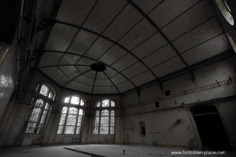 Beelitz-Heilstätten Sanatorium - (c) Forbidden Places - Sylvain Margaine - 15 - Empty kitchens