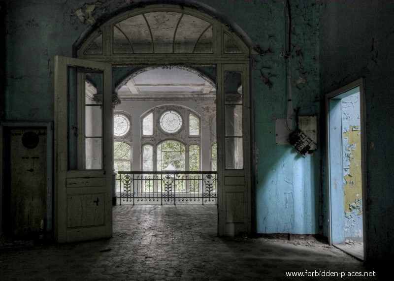 Beelitz-Heilstätten Sanatorium - (c) Forbidden Places - Sylvain Margaine - 17 - On top, again...