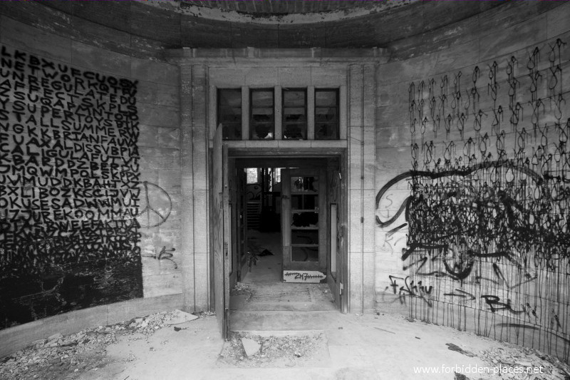 Beelitz-Heilstätten Sanatorium - (c) Forbidden Places - Sylvain Margaine - 21 - Obsessession graffitis.