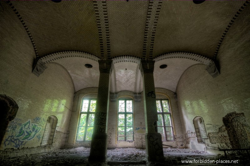 Beelitz-Heilstätten Sanatorium - (c) Forbidden Places - Sylvain Margaine - 22 - Huge, but why?.