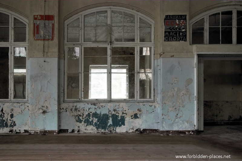 Beelitz-Heilstätten Sanatorium - (c) Forbidden Places - Sylvain Margaine - 24 - Russian writings.