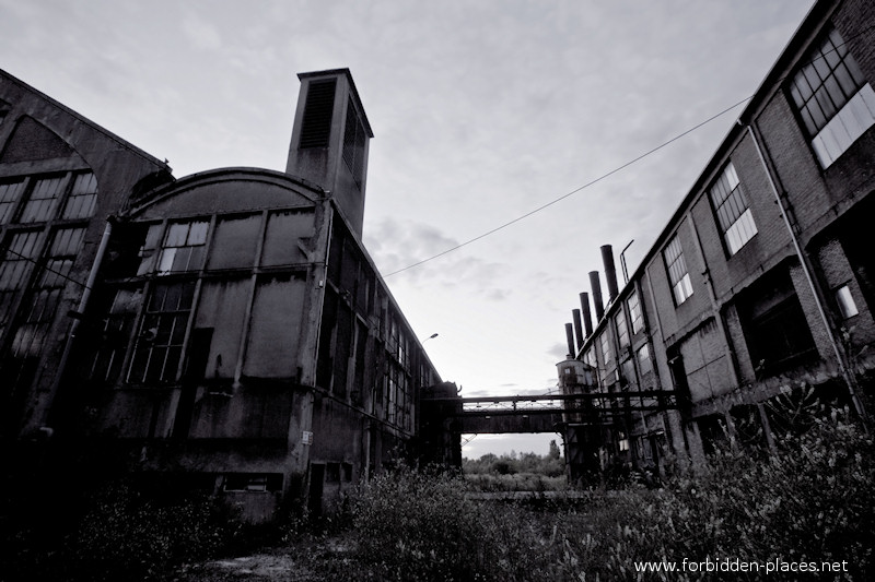 Uckange Blast Furnace - (c) Forbidden Places - Sylvain Margaine - 10 - Secondary buildings: power plant and boilers room.