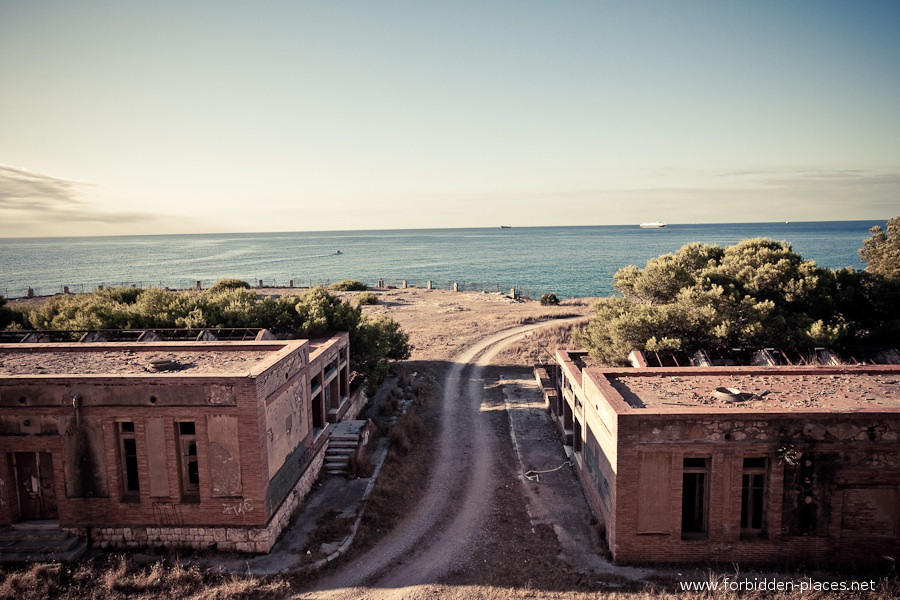 Sabinosa's Sanatorium - (c) Forbidden Places - Sylvain Margaine - 2- View on the Mediterranean Sea, early morning.