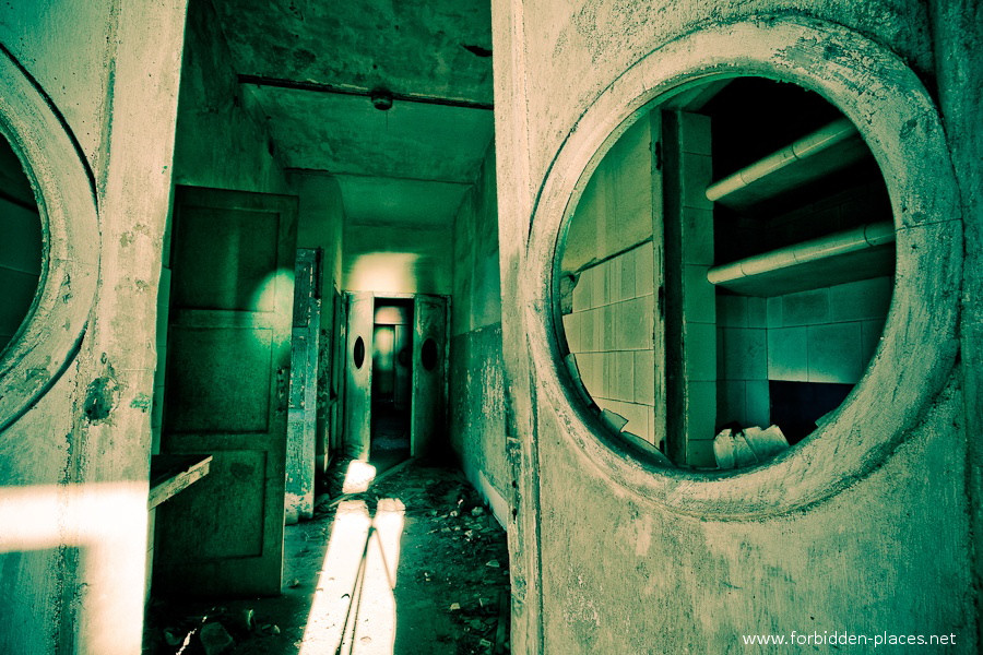 Sabinosa's Sanatorium - (c) Forbidden Places - Sylvain Margaine - 6- Green.