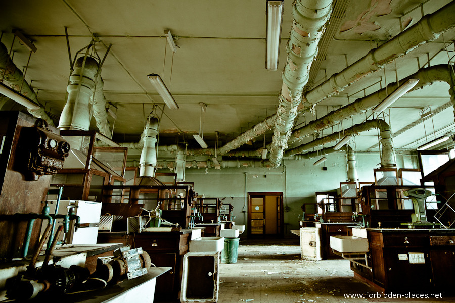 Val Beno�t's University - (c) Forbidden Places - Sylvain Margaine - 3- The labs.