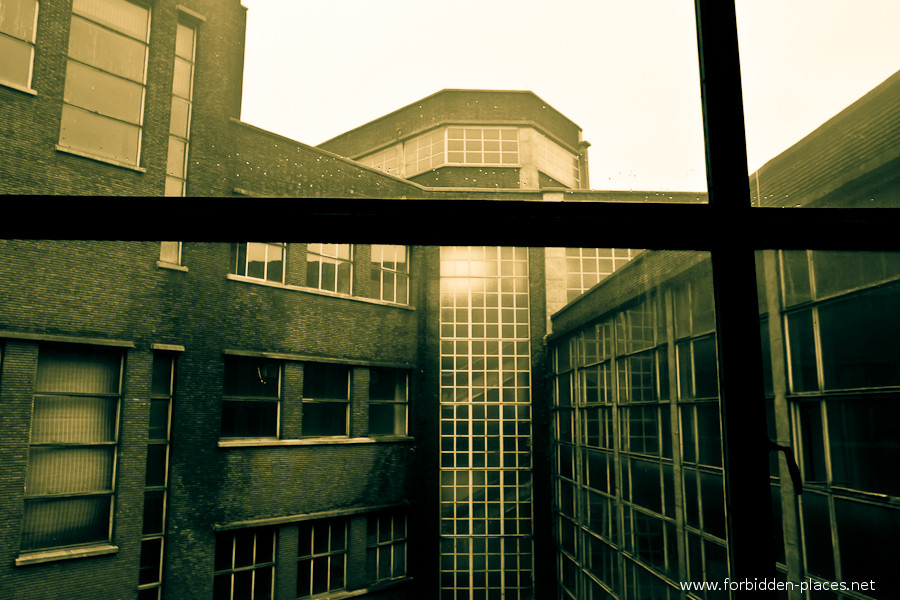 Val Beno�t's University - (c) Forbidden Places - Sylvain Margaine - 9 - Light.