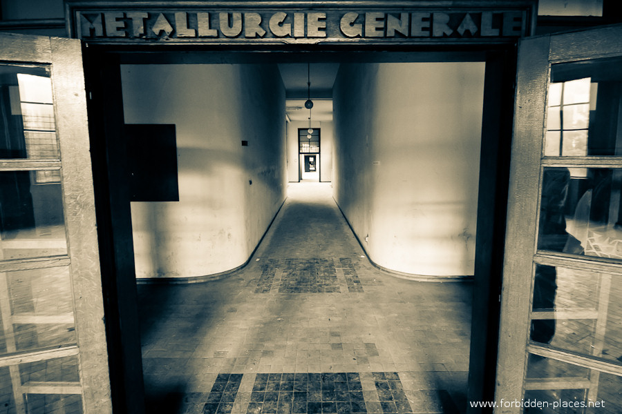 Val Beno�t's University - (c) Forbidden Places - Sylvain Margaine - 1 - Welcome.