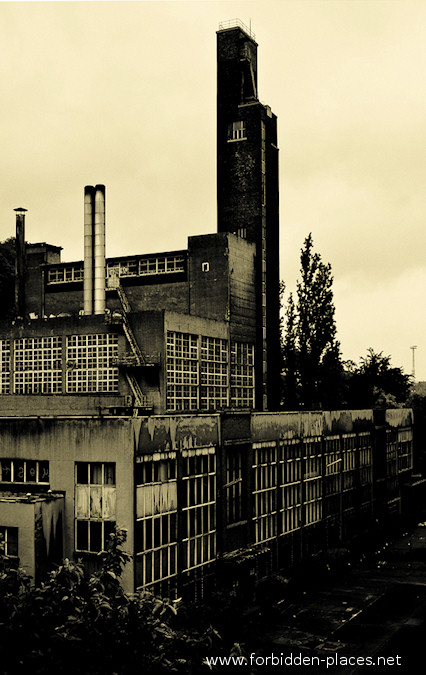 Val Beno�t's University - (c) Forbidden Places - Sylvain Margaine - 4- Power plant and thermodynamic labs.