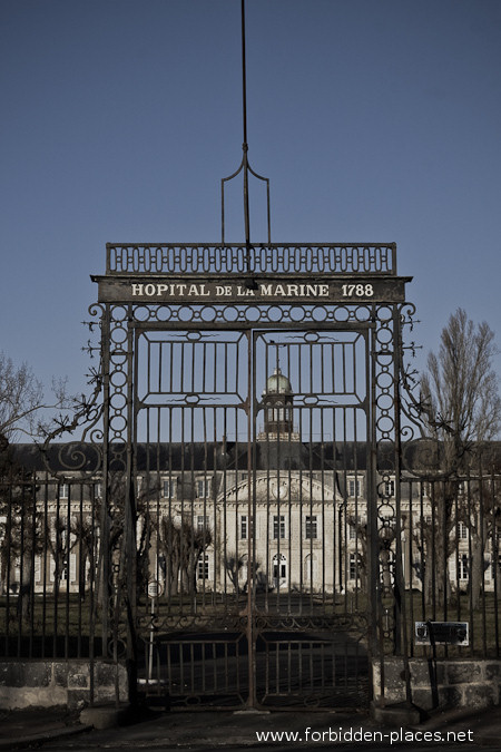 El Hospital de la Marina - (c) Forbidden Places - Sylvain Margaine - 1- The gate, from 1788, listed as national heritage.