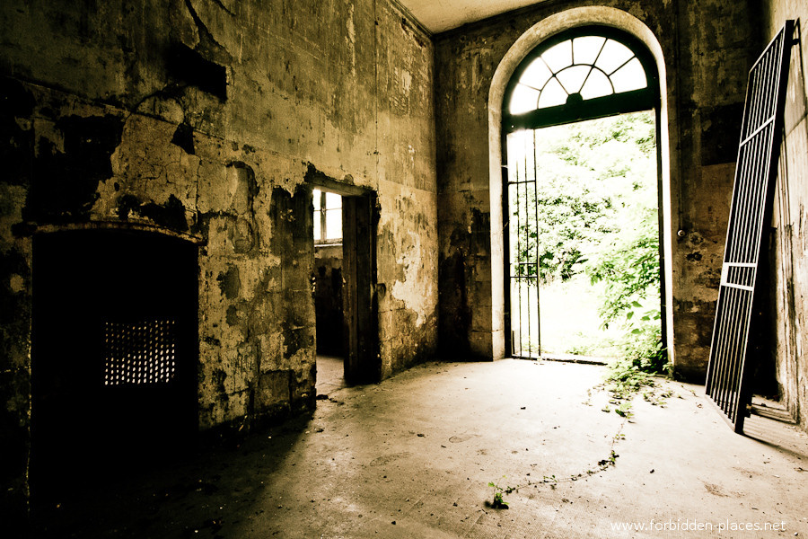El Hospital de la Marina - (c) Forbidden Places - Sylvain Margaine - 8 - The old cells.