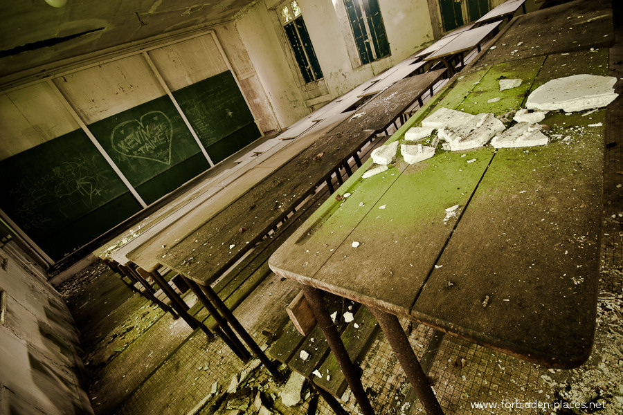 The Hôpital de la Marine - (c) Forbidden Places - Sylvain Margaine - 11 - The classroom.