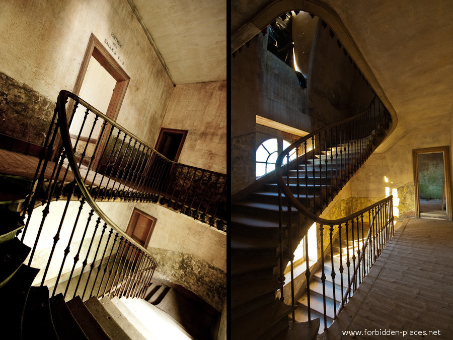 The Hôpital de la Marine - (c) Forbidden Places - Sylvain Margaine - 14 - Even more stairs.
