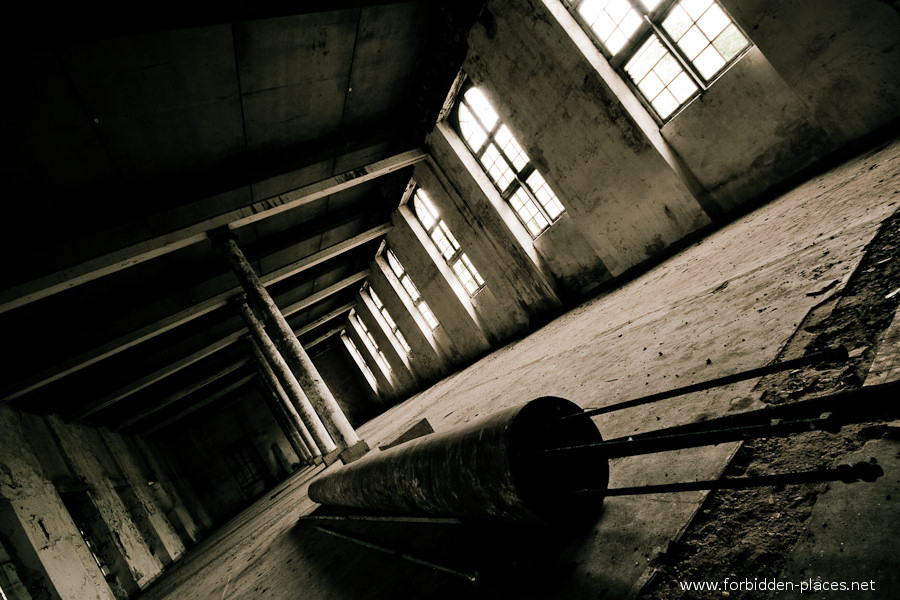 The Hôpital de la Marine - (c) Forbidden Places - Sylvain Margaine - 18 - The sport's hall.