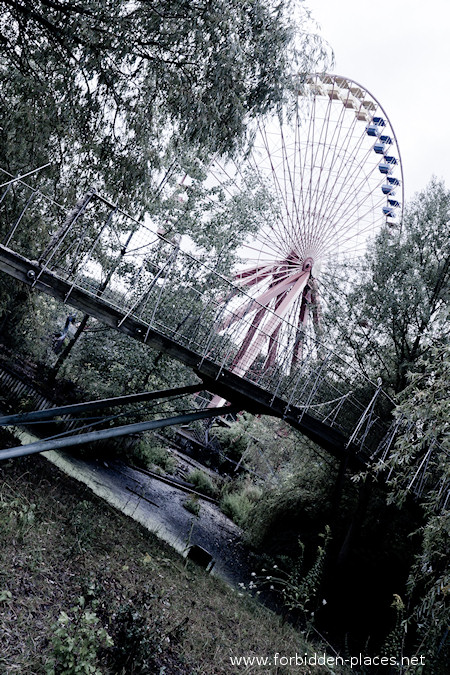 Spreepark - El Parque de Attractiones Abandonado - (c) Forbidden Places - Sylvain Margaine - 3- Ferris wheel