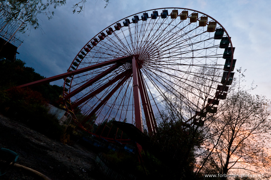 Spreepark - El Parque de Attractiones Abandonado - (c) Forbidden Places - Sylvain Margaine - 6- Sunset