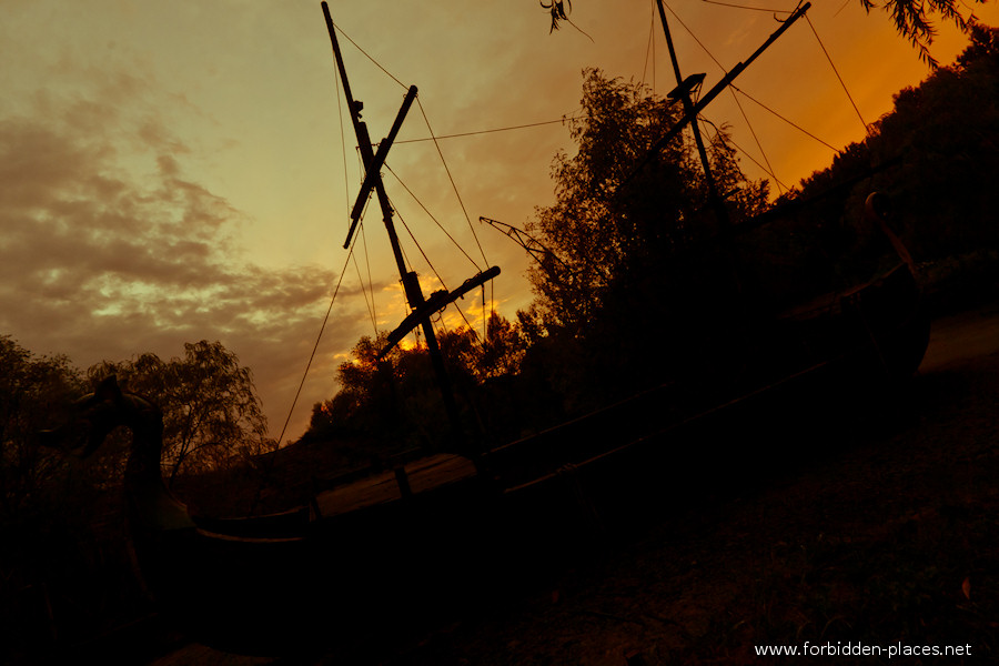 Spreepark - El Parque de Attractiones Abandonado - (c) Forbidden Places - Sylvain Margaine - 9- The pirate ship