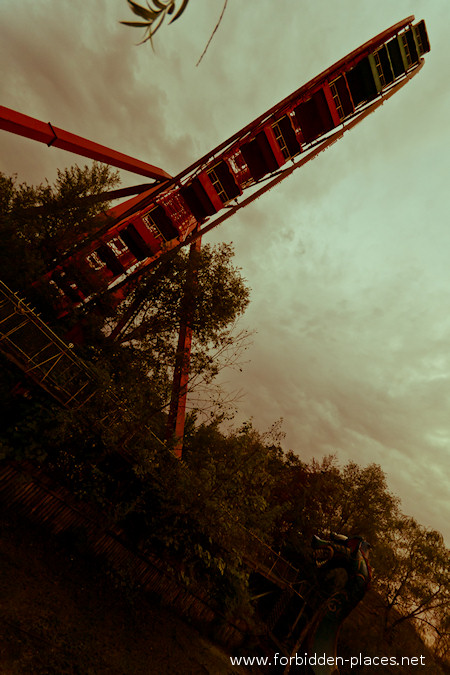 Spreepark - The Abandoned Amusement Park - (c) Forbidden Places - Sylvain Margaine - 14- Perspective