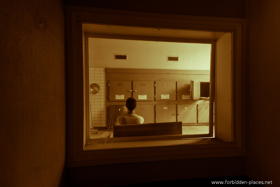 Antwerp's Forensic Institute - (c) Forbidden Places - Sylvain Margaine - 1- Welcome. Please stay in the waiting room.