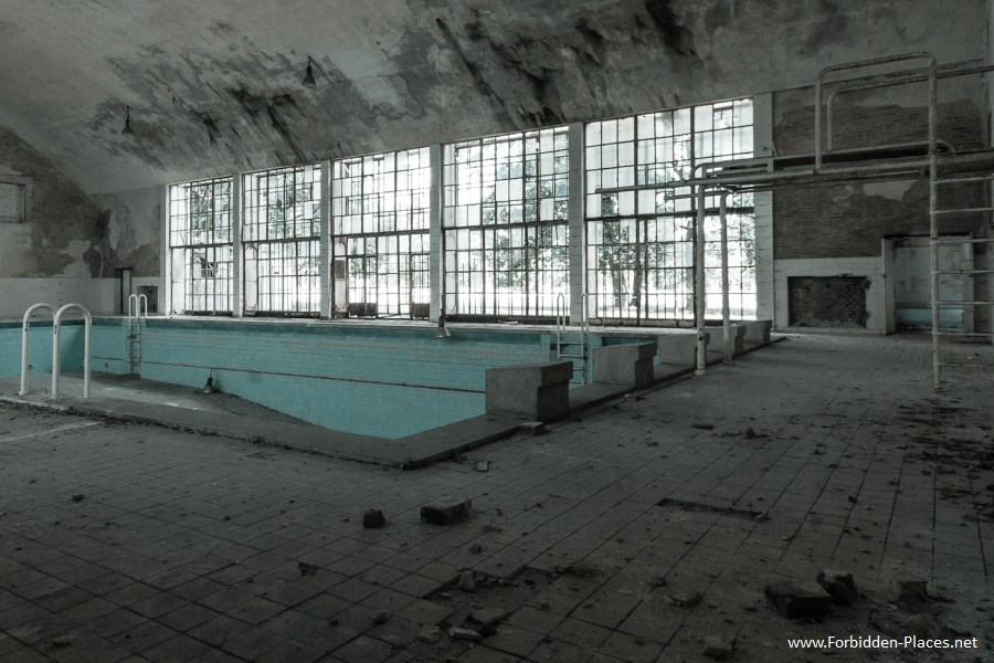 1936 Berlin's Olympic Village - (c) Forbidden Places - Sylvain Margaine - 3- The official pool.