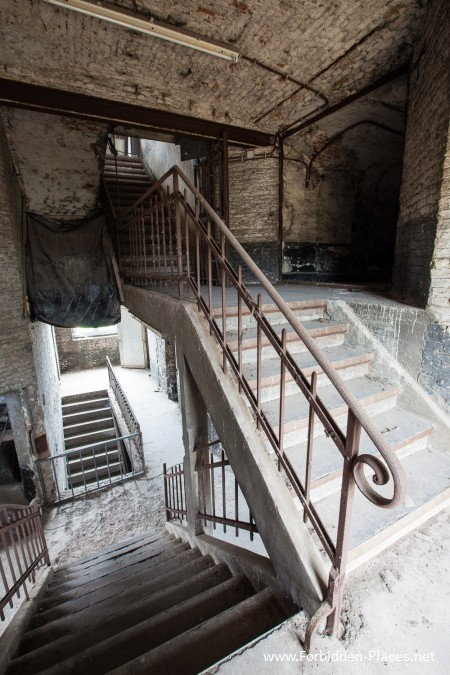 Vilvoorde Prison - (c) Forbidden Places - Sylvain Margaine -   2- The great stairway.