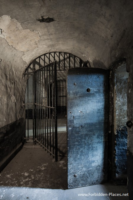 Vilvoorde Prison - (c) Forbidden Places - Sylvain Margaine -   13 - The blue door.
