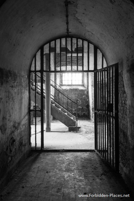 Vilvoorde Prison - (c) Forbidden Places - Sylvain Margaine -   14 - The iron gate.