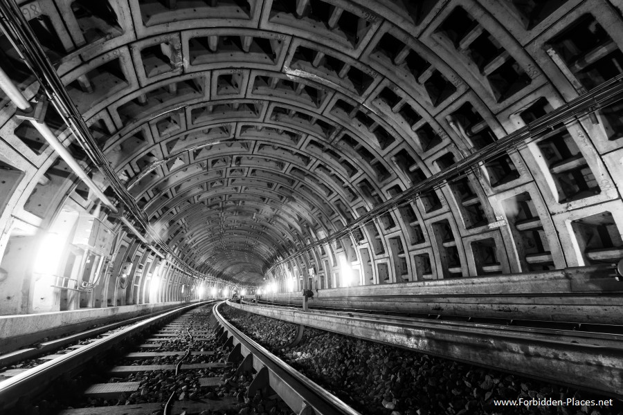 Metro de Bruselas - (c) Forbidden Places - Sylvain Margaine - 8 - Tunnel Boring Machine Tunnel