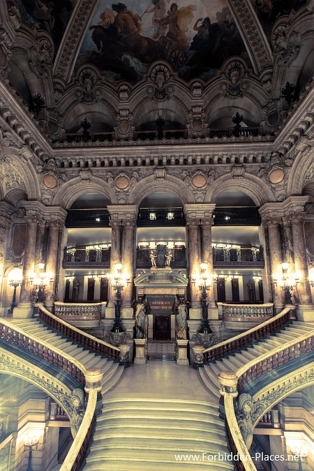 The Palais Garnier - (c) Forbidden Places - Sylvain Margaine - 14 - To the amphitheater.