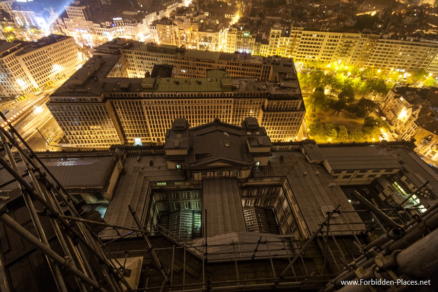Rooftops Around The World - (c) Forbidden Places - Sylvain Margaine - 25 - Light!