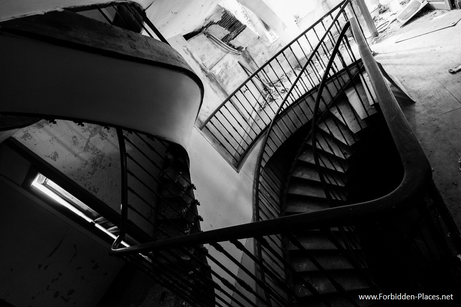 Abandoned Castles from South West of France - (c) Forbidden Places - Sylvain Margaine - 5- Mixed stairs.
