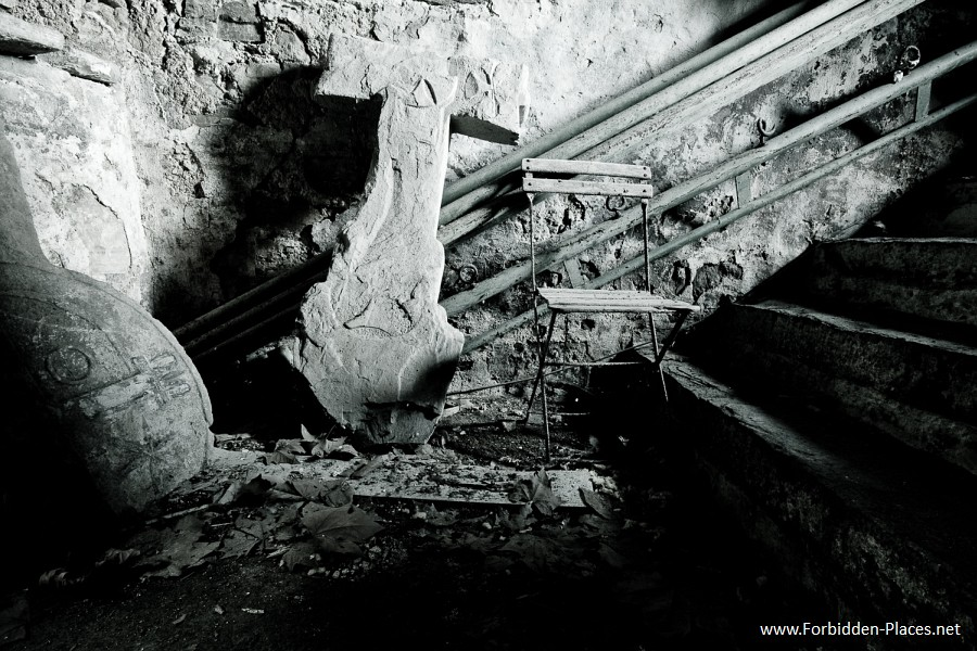 Abandoned Castles from South West of France - (c) Forbidden Places - Sylvain Margaine - 8- Finding in the basement.