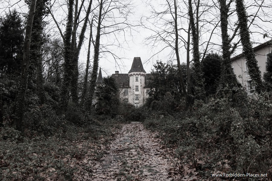 Abandoned Castles from South West of France - (c) Forbidden Places - Sylvain Margaine - 16 - The three poets